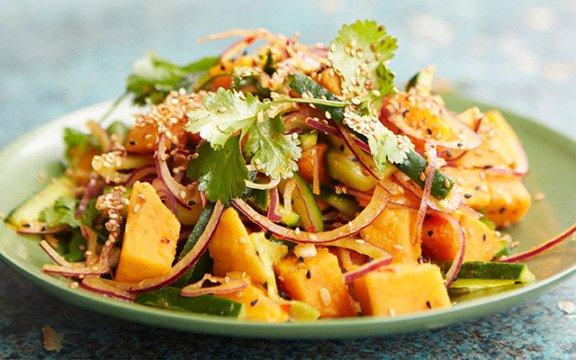 Salata nepaleză cu castravete amar