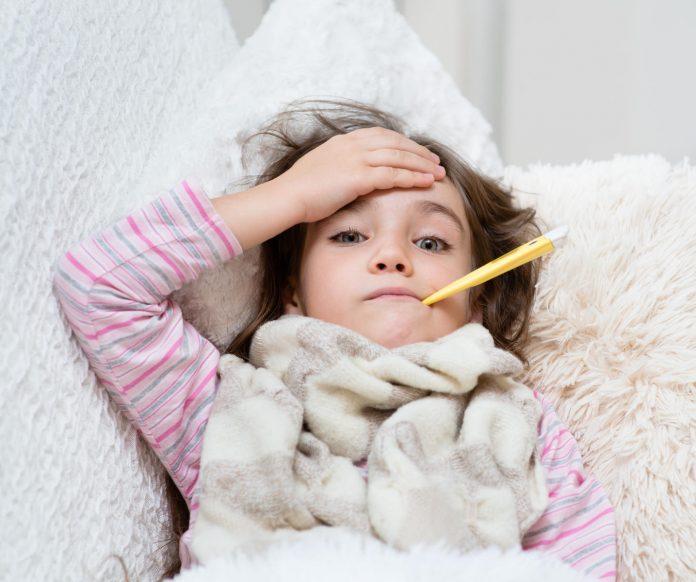 Cum îngrijim copiii afectați de răceală sau gripă