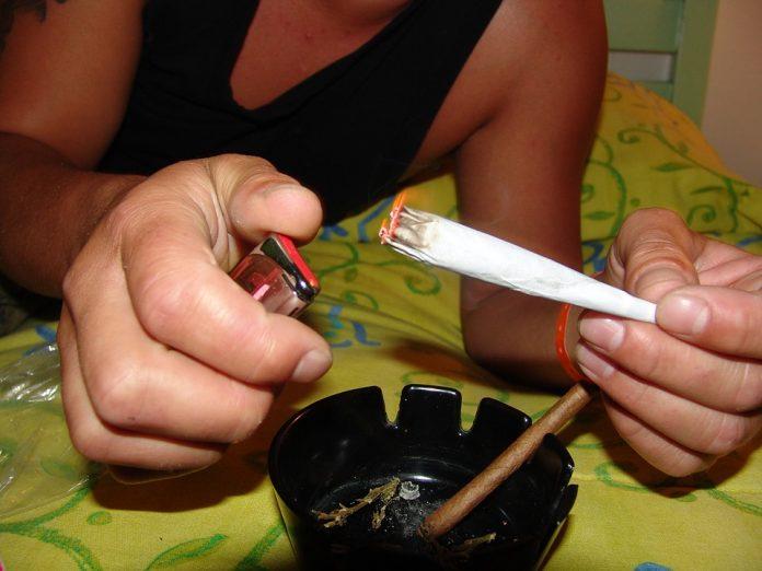 Adolescenții care consumă canabis marijuana